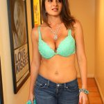 Anushka Shetty showing her deep nude cleavage to her fans