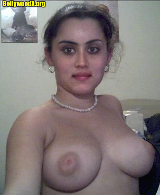 Dhanya Balakrishna boobs selfie
