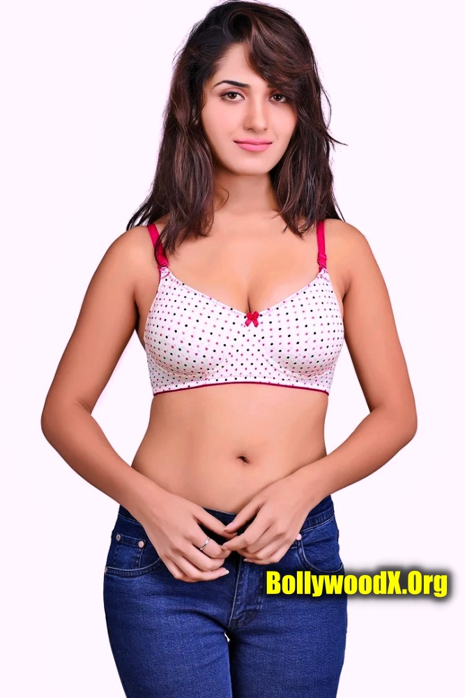 Ruhani Sharma sexy bra photo without top stripping her pant