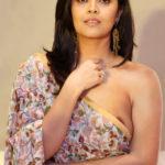 Anasuya Bharadwaj nude nipple without bra and blouse in Saree